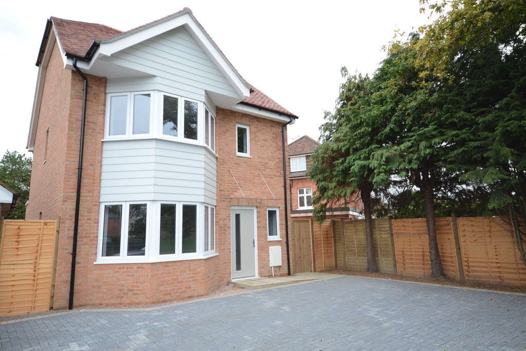 4 bedroom property for sale in Reading