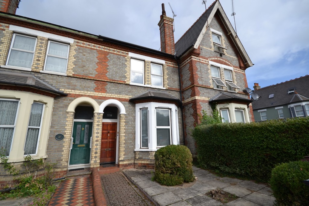 3 bedroom property for sale in London Road, Reading